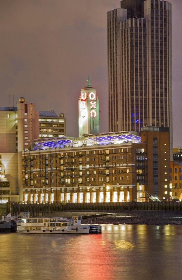 ✮ Oxo Tower on the southbank of the river Thames in London at night