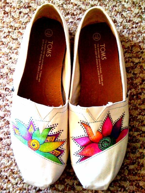 : Flower Paintings Toms, Diy Toms, Custom Toms, Toms Blog, Toms Shoes, Custom Paintings, Shoes Art, Tomspaint Shoes, Cute Toms