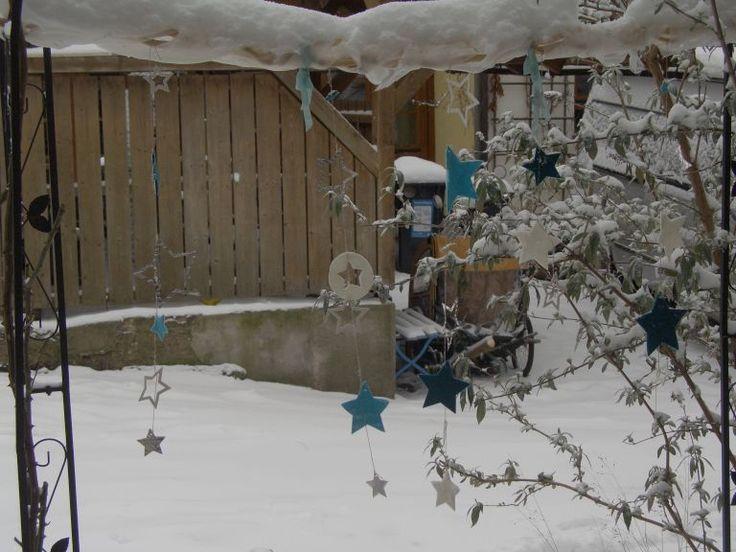 SU - framelits stars - Windspiel im Garten mit verschiedenen Materialien (Filz, Alublech und Moosgummi in weiß)