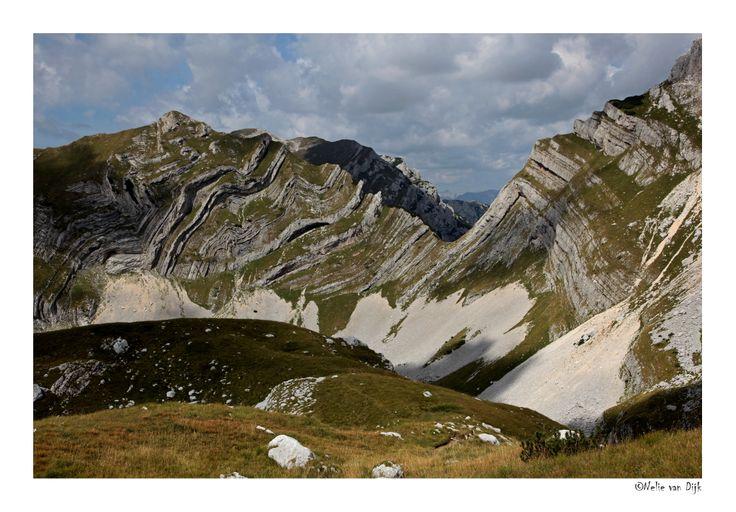 Durmitor. In het noord-westen van Montenegro bevindt zich het Durmitor gebergte en het Nationaal Park Durmitor. In dit gebergte zijn prachtige rotsformaties zoals deze te bewonderen.