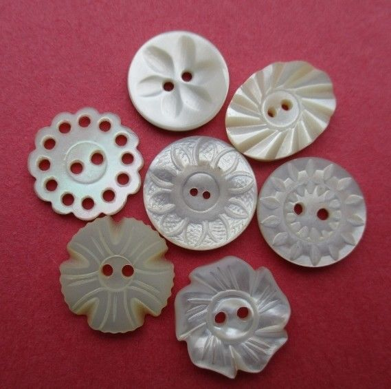 VINTAGE MOTHER of PEARL BUTTONS BEAUTIFUL CARVED FLOWERS 7 pcs. 15/16 mm. noelhumphrey on eBay.co.uk