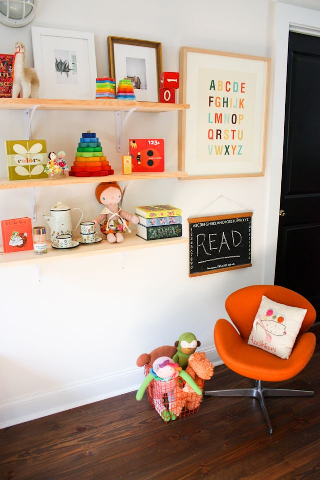 Lesley Graham: The Girls' Reading Nook