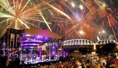 Nashville Fourth of July<---Favorite holiday in one of my favorite places. Someone take me to this !