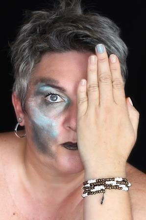 Self portrait www.terua.com