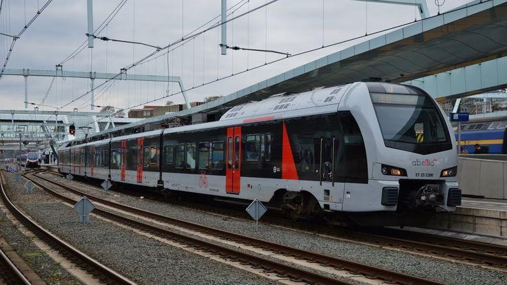 Vertrek Abellio ET 25 2306 van Station Arnhem Centraal