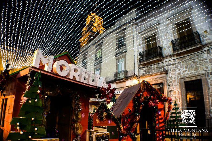 La Navidad ilumina la ciudad de la cantera rosa, visita Morelia y disfruta del ambiente que la envuelve. Hospédate con nosotros durante tu estancia, reserva: 01 800 963 3100  #HotelVillaMotaña #NavidadEnMorelia