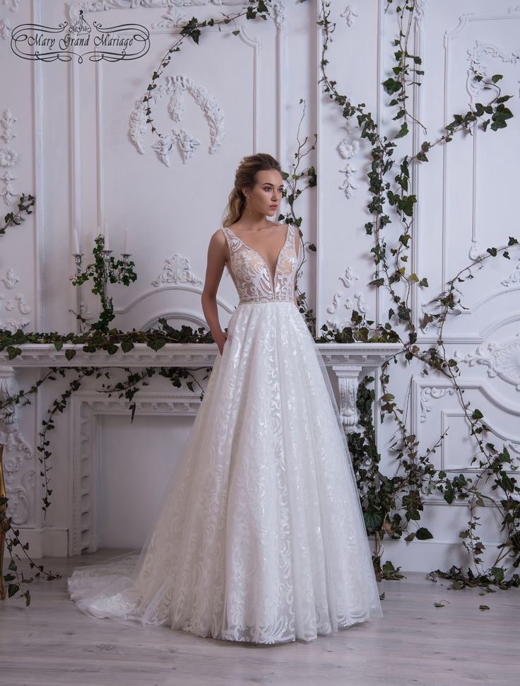Shine A thin #Italian #veil covers wonderful embroidery with #sequins. V-cutting and armholes give the #bride confidence and courage. Fringe of the bodice is embroidered with #crystals, #pearls and #SWAROVSKI elements.   Свадебные платья новая коллекция 2018 Черновцы Украина #платья #свадьба #одежда #weddingdress