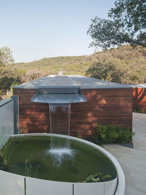 Rooftop collects rainwater