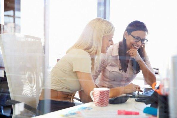 Frauen haben weniger Probleme damit, ihre eigene Selbsteinschätzung an Feedback von Kollegen anzupassen. (Foto: Shutterstock)