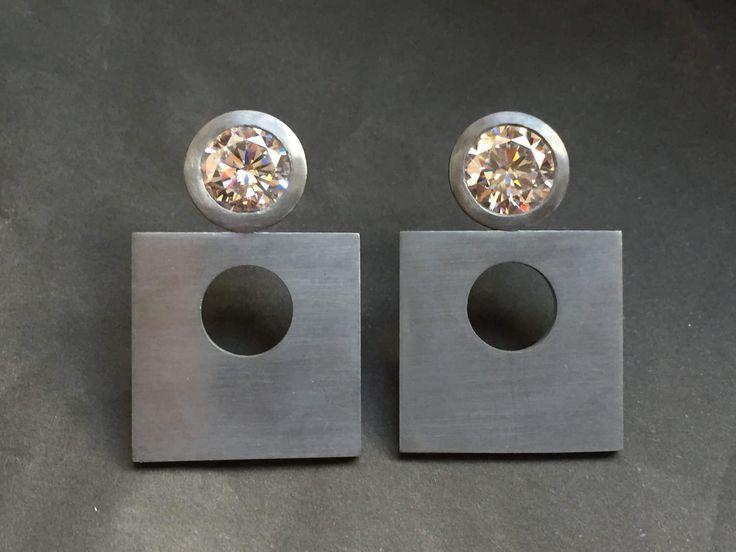 orecchini in argento brunito e zirconi . di mpjewelsmilano su Etsy https://www.etsy.com/it/listing/511883689/orecchini-in-argento-brunito-e-zirconi