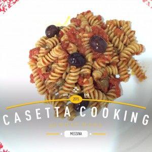 La pasta alla puttanesca è un primo piatto tipico della cucina italiana. In particolare nella tradizione napoletana, questo piatto è chiamato pasta aulive e cchjapparielle.