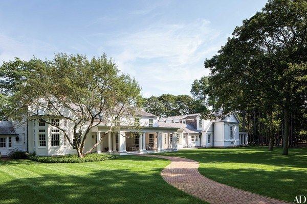 A 1960s saltbox on New York's Shelter Island by architectural designer and interior decorator Russell Piccione was given a neoclassical expansion.