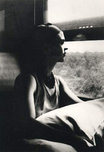 Frida Kahlo on the train to Mexico 1932 |  Lucienne Bloch