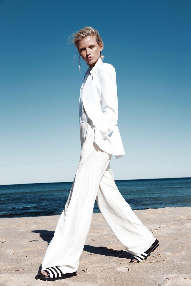 white tailleur