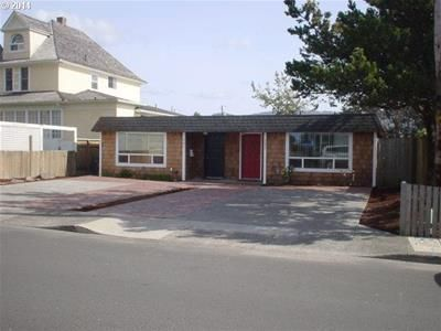 383 Beach DR , Seaside OR 97138 2 BD, 1 BA, 856 sq ft, built 1972, walk score: 85 (very walkable), contemporary style, 1 level, 1 story, microwave oven, range, fridge, D/W, W/D in laundry room, tile floor, wall-to-wall carpeting, electric heat & hot water, fenced yard