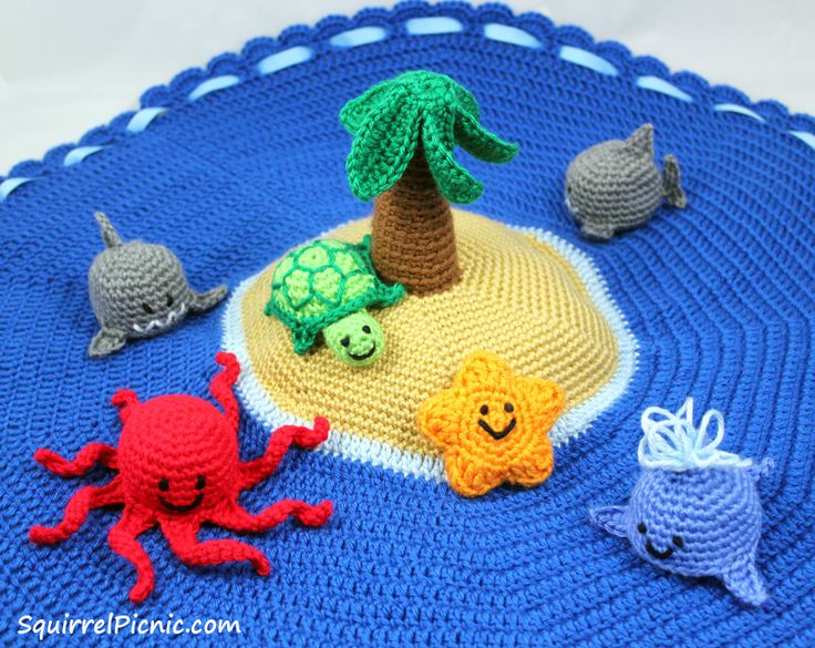 Island Play Set with Ocean Animals  •  Free tutorial with pictures on how to make a play mat in 18 steps #howto #tutorial
