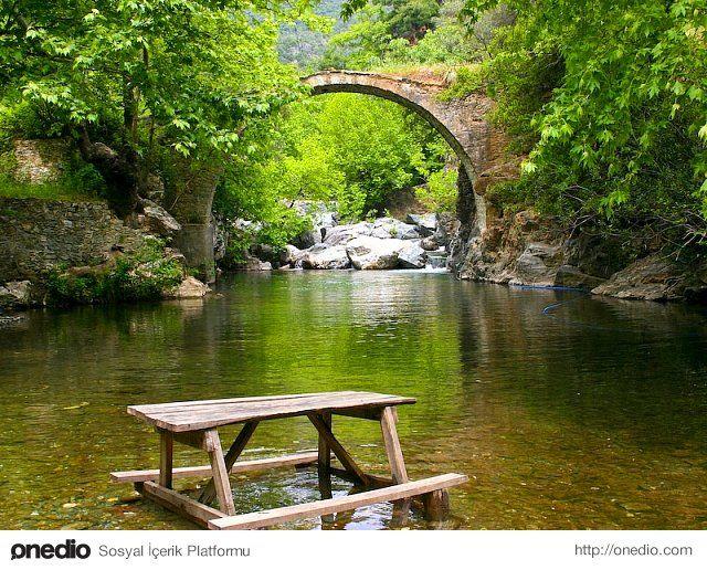 Kazdağının çevresi doğal göllerle kaplıdır . Ve dünyanın en çok oksijen barındıran yerlerinden biridir.