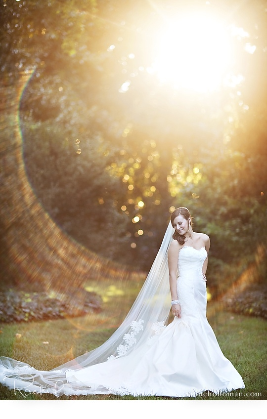 Imagine having something like THAT in your wedding photo album!! Stunning picture and dress