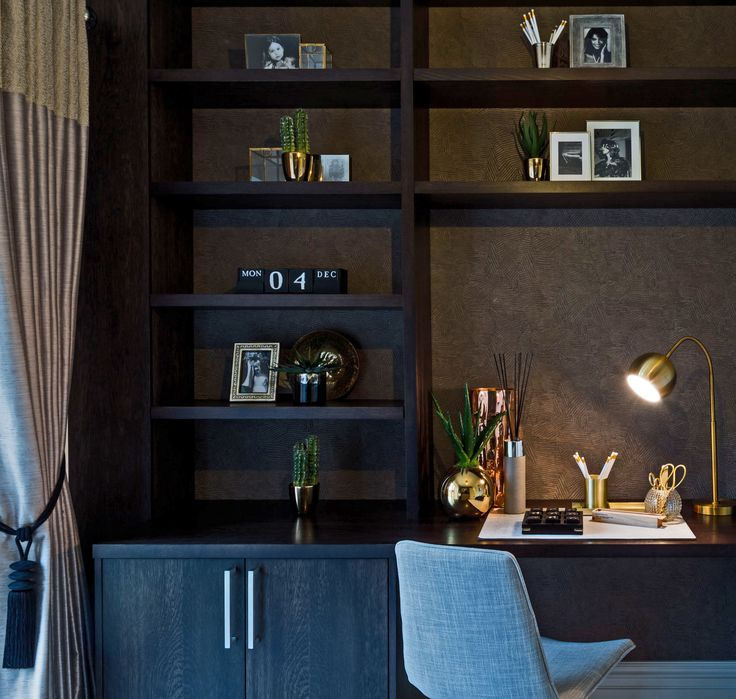 Beautifully rich and utterly seductive, our dark study design is linear and dramatic, brought to life by the warm tones of the refined accessories.