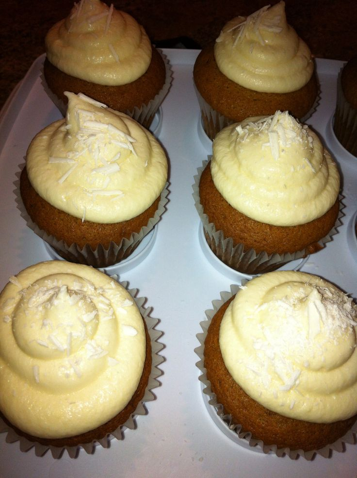 Carrot cupcakes with cream cheese frosting Delicious !