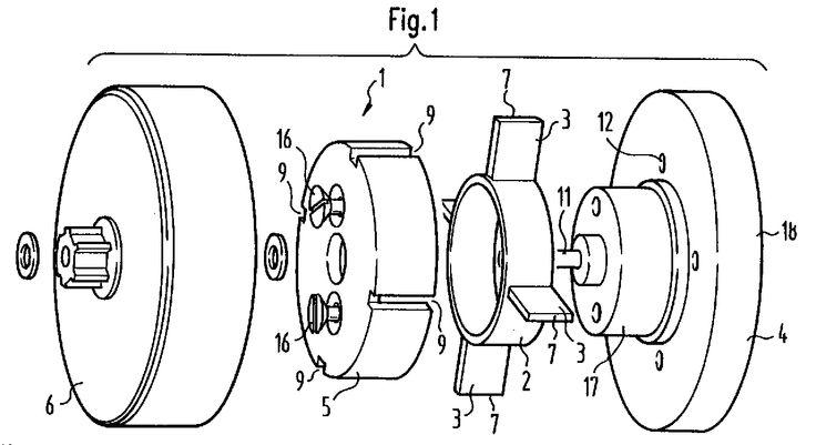 Piezoelektrischer Motor, bestehend aus einem Stator mit an ihm angebachtem piezoelektrischen Oszillator, der mit einer Anordnung zur Spannungsbereitstellung in Verbindung steht und von einem Fassungskörper abgedeckt ist, sowie aus einem Rotor, der mit dem Oszillator in Reibschlußverbindung steht und dadurch von letzterem antreibbar ist. Fig. 1