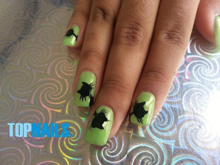 Uñas Acrílicas con decorado a mano alzada Agregarme a tus amigas de Facebook para más información. www.facebook.com/topnails.acrilicas www.topnails.cl Cel:94243426, saludos Beatriz