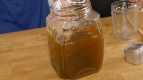 Le kombucha est un thé pétillant qu'on peut préparer à la maison. C'est une boisson fermentée à découvrir.