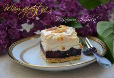 Przepis na to ciasto został zmodyfikowany z przepisu Pani Doroty na Malinową chmurkę. Według mnie wiśnie lepiej pasują do tego ciasta, choć i z malinami nie jest złe.