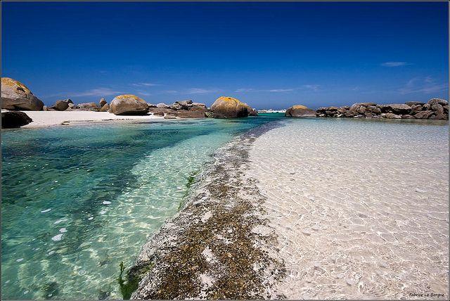 La digue en Kerlouan... Un air de Seychelles en Bretagne, avec en plus, une eau plus chaude ! Magnifique. https://hotellook.com/countries/reunion?marker=126022.pinterest