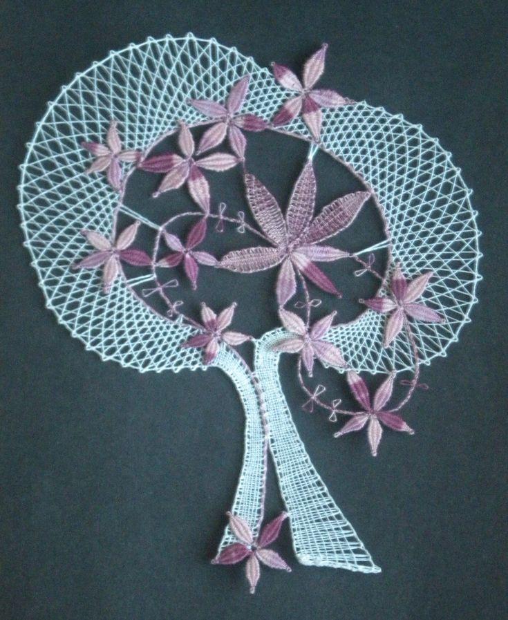Rozkvetlý strom