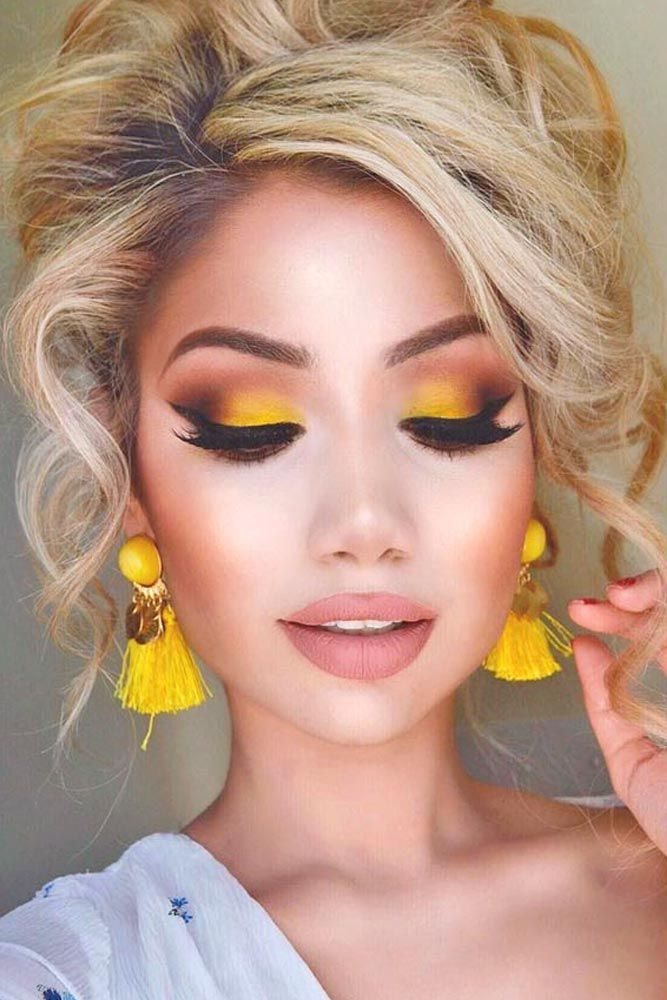 Awesome Homecoming Makeup Ideas ★ See more: http://glaminati.stfi.re/awesome-homecoming-makeup-ideas/