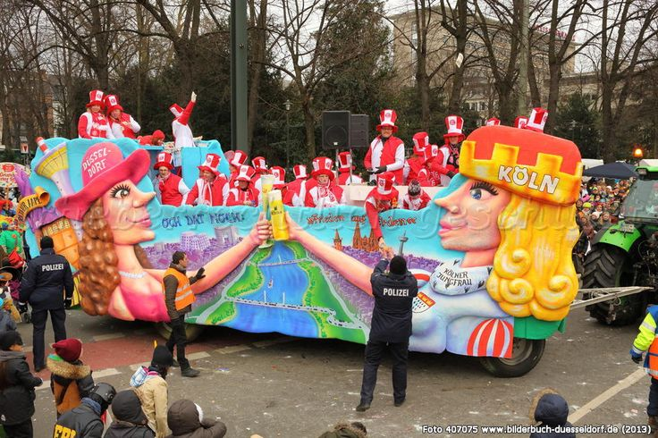 When you decorate only the sides of the truck and pop people in it, it works too! düsseldorf_carlstadt_rosenmontag_