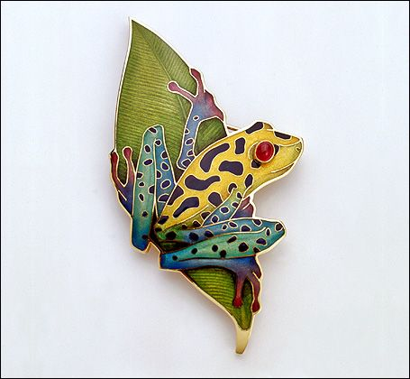 "Brooch | Fred Rich. ""Mimic Poison Arrow Frog"", 18 ct yellow gold and enamel with ruby eye"