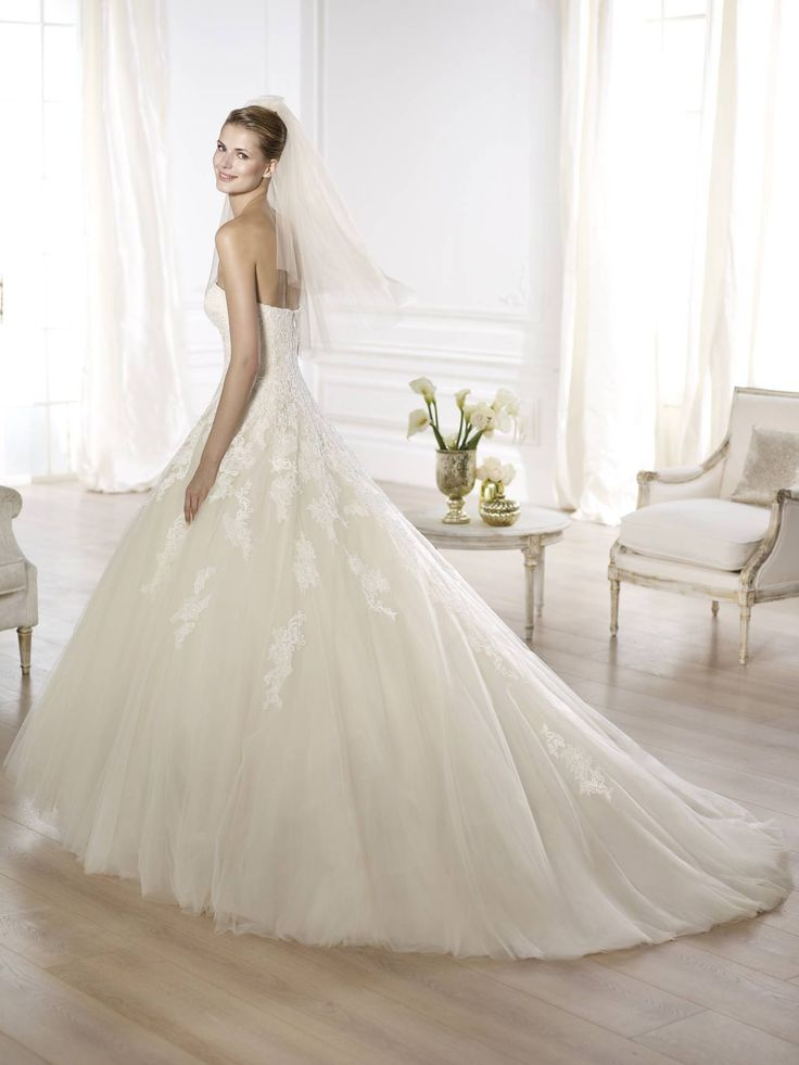 Octavia wedding dress by Pronovias 2015 http://lamariee.hu/eskuvoi-ruha/pronovias/octavia