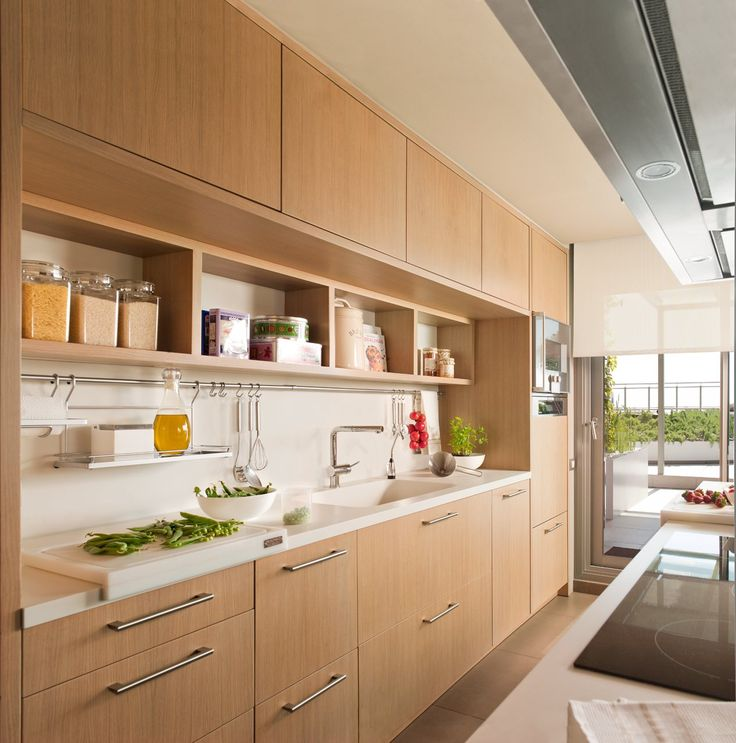 A warm and practical kitchen ElMueble.com · · Kitchens and bathrooms