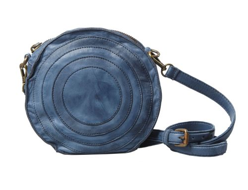 Pochette dalla forma circolare.#resinastyle #bag #bags #daybag #fashion #borse #model #luxurybag #fashionable #handbag #fashionaddict #leather #handmade #fairtrade rèsina_style