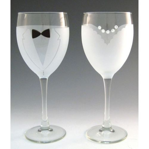 The Bride and Groom Wine Glasses are crystal wine glasses etched with wedding… #GlitterGlasses