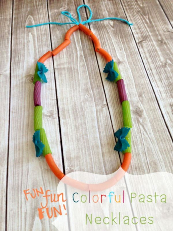 Cute, colorful pasta necklaces that your kids will love making! Perfect crafts to welcome spring! #kidcrafts #pastanecklaces