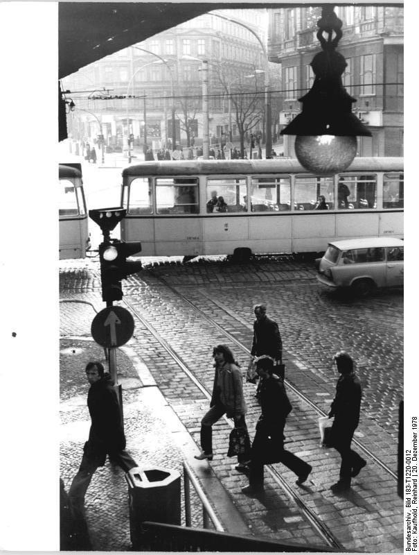BERLIN 1978, Dimitroffstrasse Ecke Schönhauser Allee, Berlin-Prenzlauer Berg