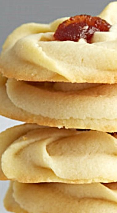 Shortbread Cookies with Jam - These shortbread cookies taste super, melt in your mouth, have a drop of chewy jam in the middle, and can be made in 25 minutes! ❊