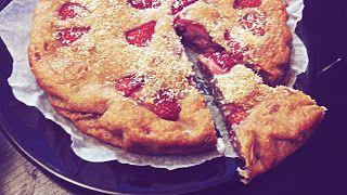 Torta allo yogurt e fragole: http://alincucina.blogspot.co.uk/2016/07/merenda-fruttosa.html
