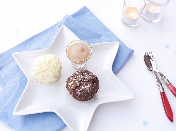 Sinner Sunday: Grand dessert voor kerst: 1 Chocolademousse met likeur 43 Men neme (voor ca. 8 kleine porties) – 1,5 blaadje gelatine – 60 milliliter kokend water – 100 gram suiker – 2 eetl cacaopoeder – 350 ml slagroom – 100 milliliter likeur 43 – 1 theelepel vanilla extract   3. Chocolade-cappuccinocakeje met een zachte binnenkant Men neme (voor ca. 8): – 25 gram roomboter – 100 gram bruine basterdsuiker – 3 eieren – 25 gram bloem – 1 zakje cappuccinopoeder  – 200 gram pure chocolade