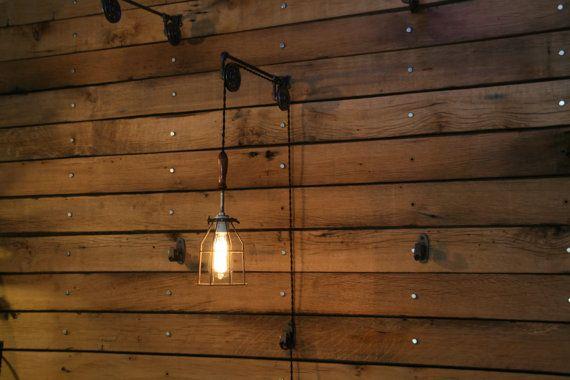Katrol muursteun met industriële kooi licht en door IndustrialRewind