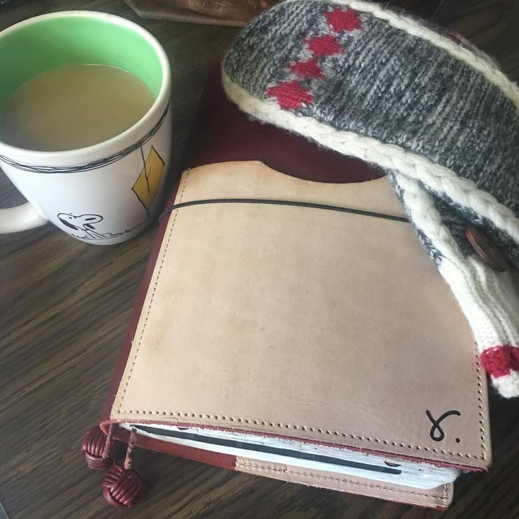 Happy Friday!! -8C this morning. Bbbbrrrr. Mittens are now a must. ❄️️❄️️😊 . . #tolatravellerbyretrowtures #retrowturesa5traveller #retrowturesa5 #tolabyretrowtures #sojournerbyretrowtures #a5 #travelersnotebook