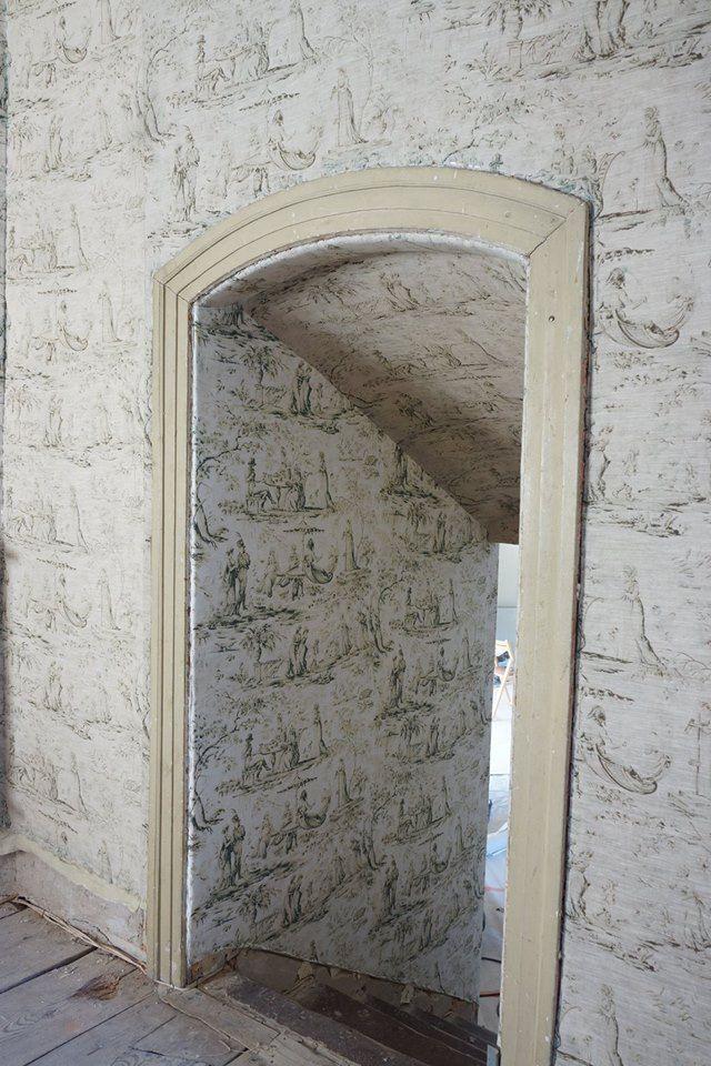 Kiedyś na ścianach nie kładło się tapet, tylko tkaniny. Dziś, gdy te tkaniny niszczeją, można brakujące fragmenty wydrukować u nas;) Miałyśmy przyjemność drukować tkaniny, które zawisły wśród tych, które ostały się z XVIII w. :)