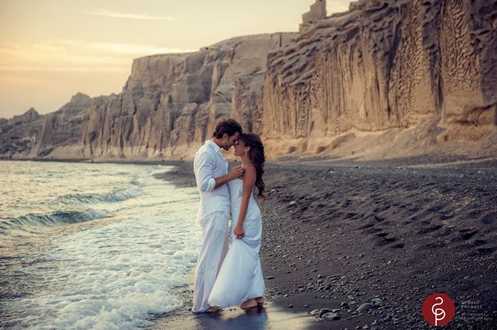 Who wouldn't trash her dress for a shot (and a kiss) like this? Photo by @Studio Phosart   We keep your memories alive