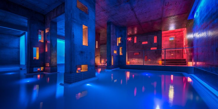 Källa is a large floating salt-water pool dug 5 metres deep into the rock which contains 10 tons of Epsom salt in 1,200 cubic feet of water.