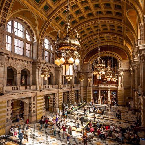 Glasgow's Kelvingrove Art Gallery and Museum main hall ...