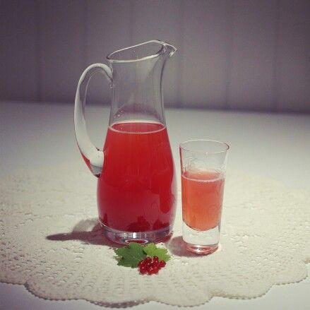 Homemade redcurrant and vanilla lemonade