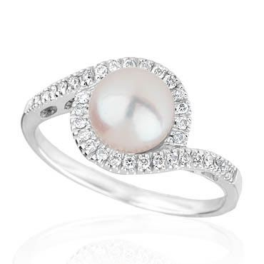 There was a while when I thought I might want a pearl engagement ring... still a possibility :)